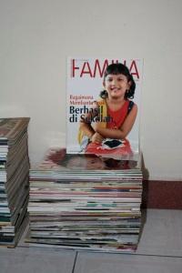 Majalah Familia, majalah keluarga. Terbitan Kanisius. Kondisi prima, banyaknya setumpuk seperti pada gambar.